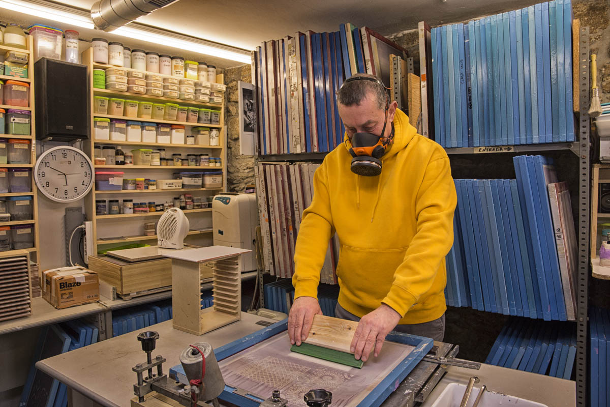 artesano en taller de cerámica
